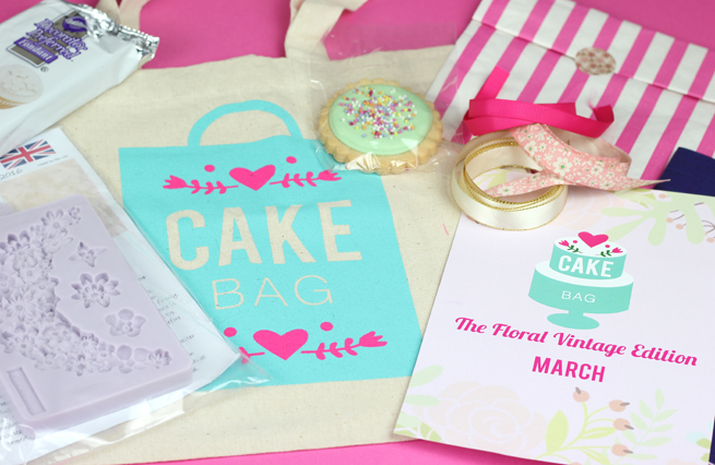 Cake Decorating Kit Of The Month : Cake Bag Review - Cakey Goodness