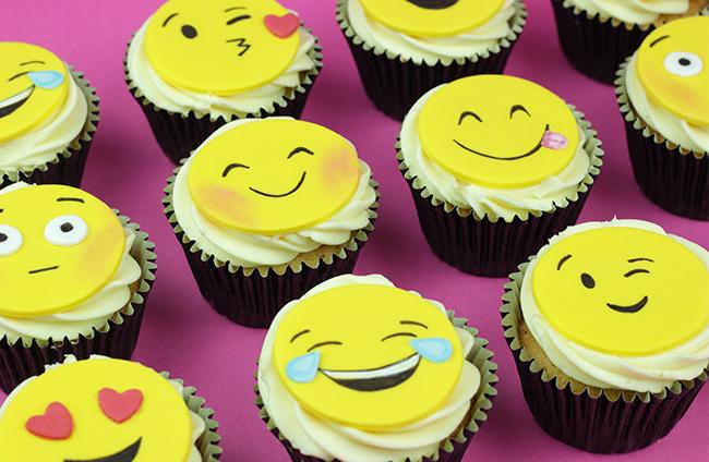 Emoji-Cupcakes-1