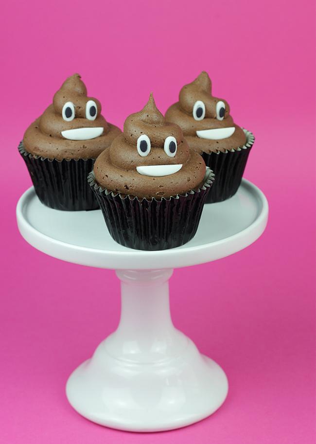 Poop-Emoji-Cupcakes-3