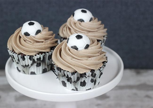 Footballs-Cupcakes-1