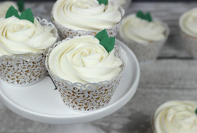 White-Roses-Wedding-Cake-11