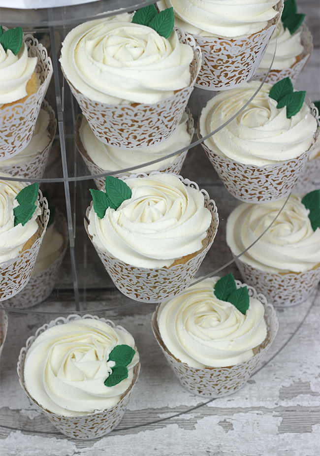 White-Roses-Wedding-Cake-9
