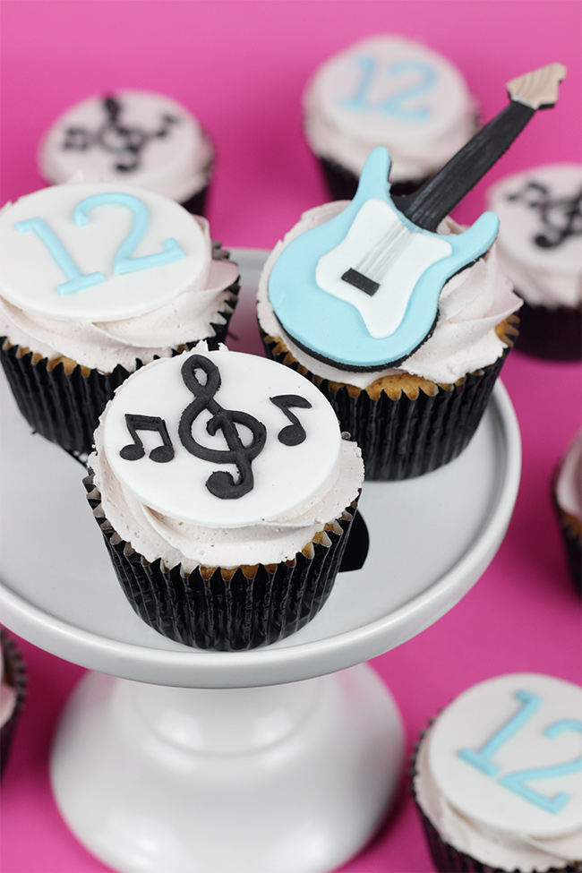 Guitar-Cupcakes-2