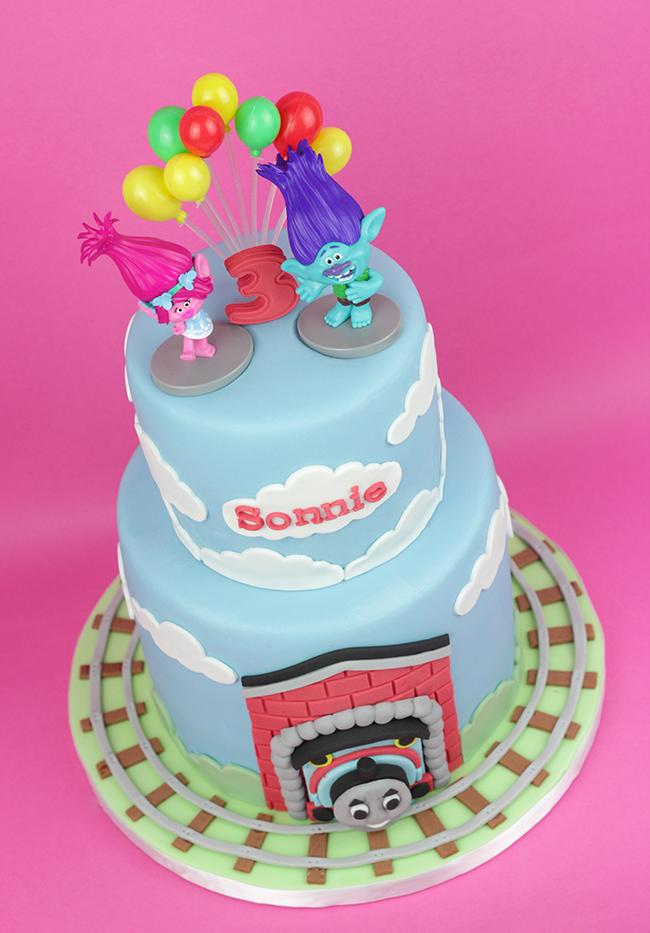 Trolls-&-Thomas-Tank-Cake-1