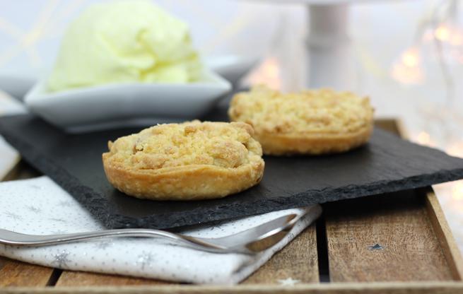 Apple-Crumble-Pies