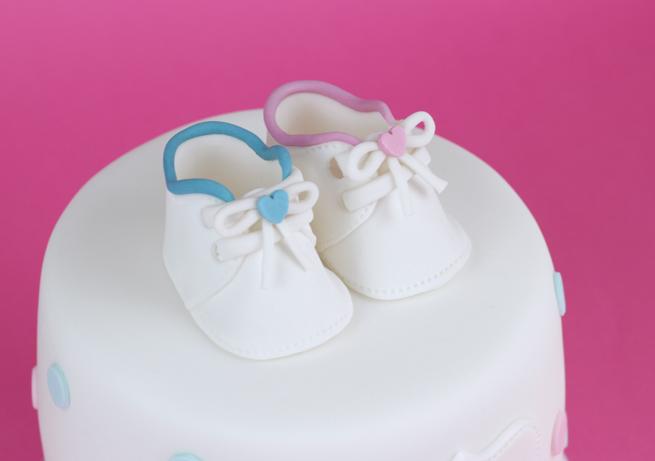 Baby-Shower-Polkadot-Cake-5