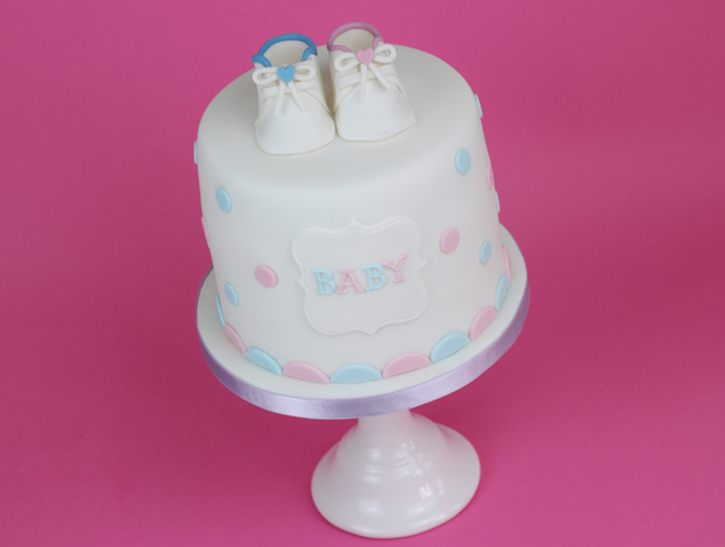 Baby-Shower-Polkadot-Cake