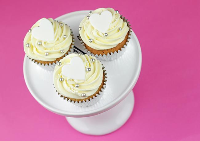 white-heart-cupcakes-2
