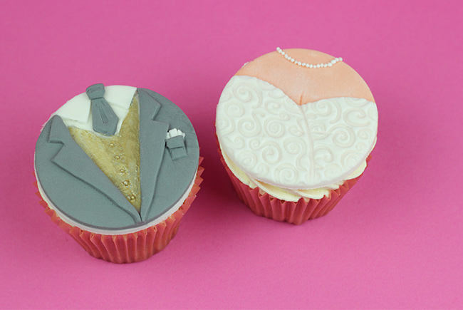 Bride-&-Groom-Cupcakes