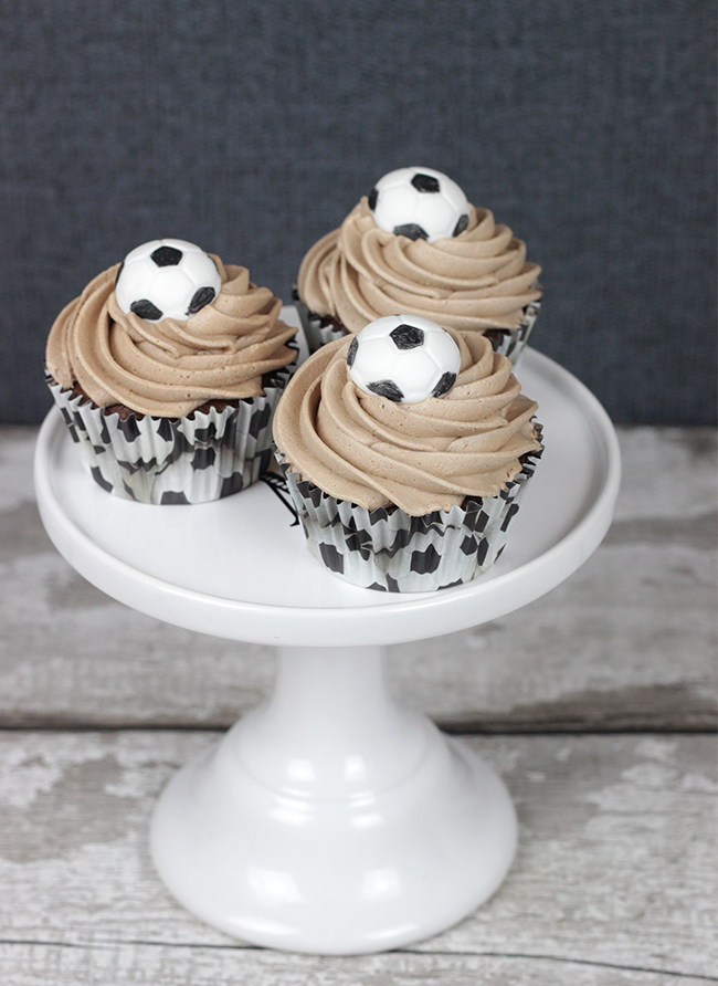 Footballs-Cupcakes-2