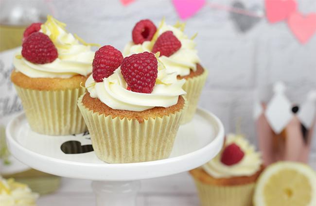 Royal-Wedding-Cupcakes-6