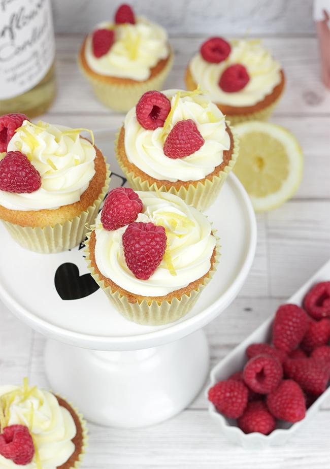 Royal-Wedding-Cupcakes-9