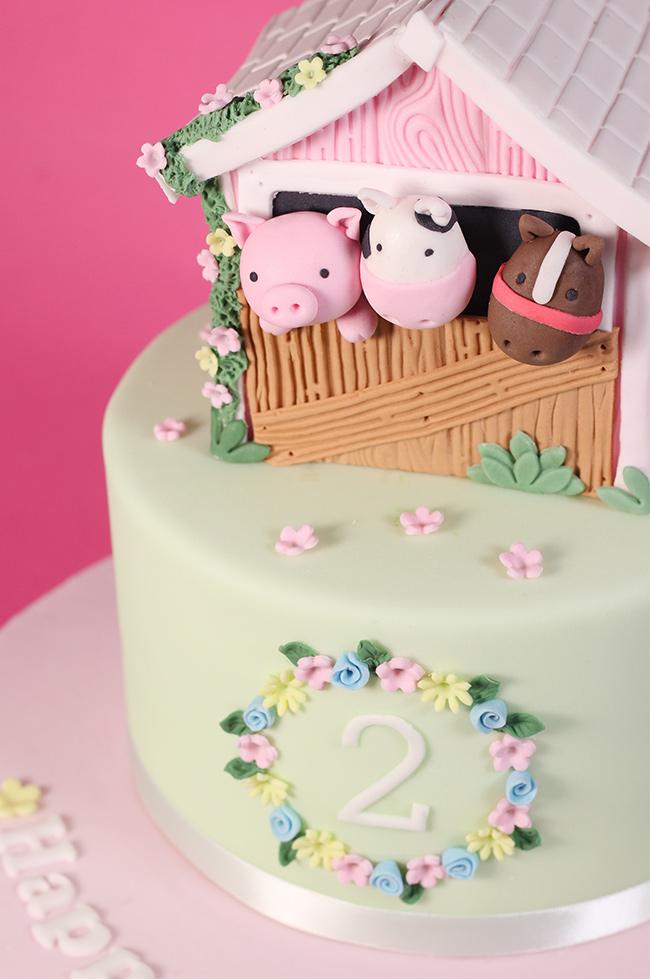 Barn-Farm-Animals-Cake-1
